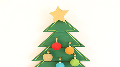 How to make a Christmas tree on the wall?